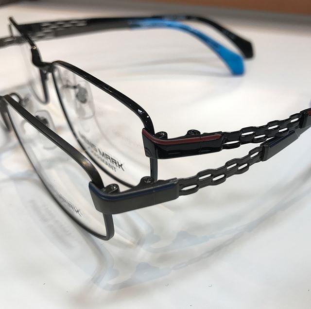 メンズマークの新作メガネが入荷しました!!今回のモデルはサイドに色が入っておりオシャレ。エクセレンスチタンを用いた軽いメガネです。お求め安い価格も人気です(^.^)#MENS MARK #エクセレンスチタン #太陽めがね #さばえめがね #シャルマン #メガネ